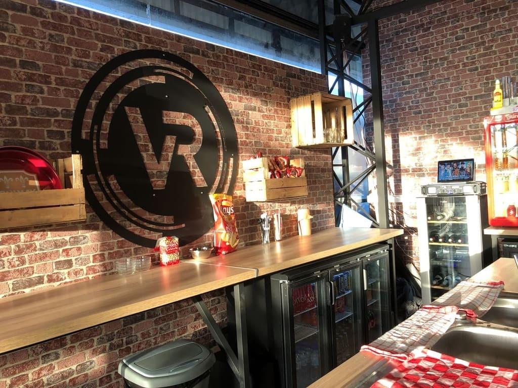 Bar lounge - VRoom salle de jeux en VR - myvroom.fr